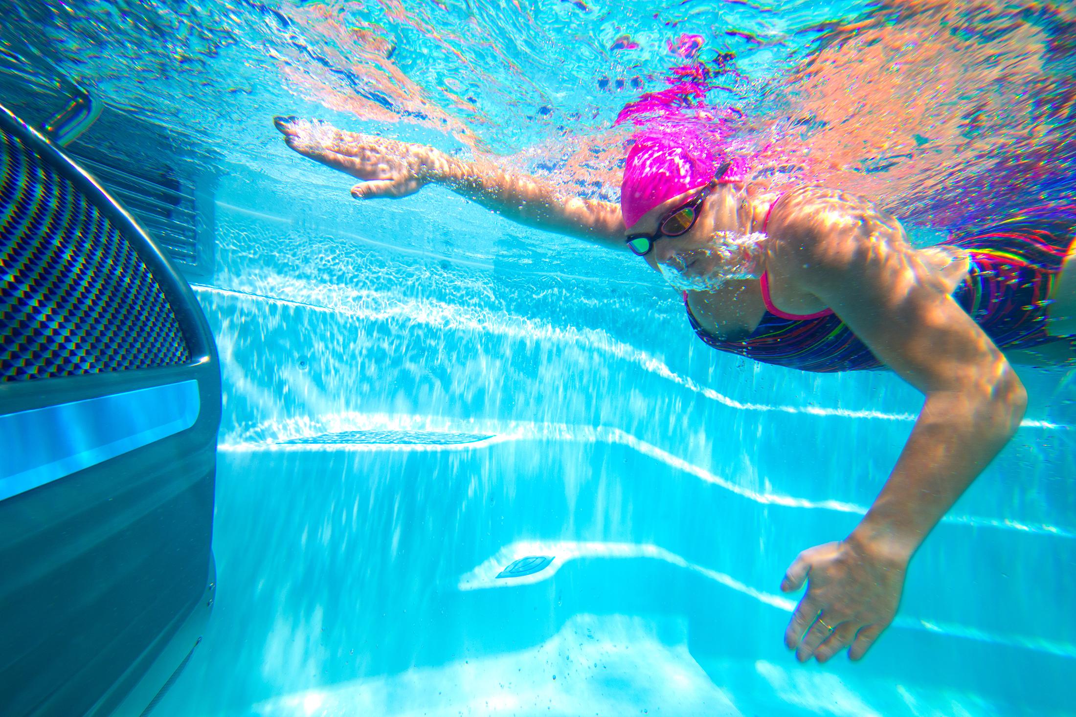 Masažinis plaukimo baseinas: 4,5 metrų ilgio sporto kompleksas